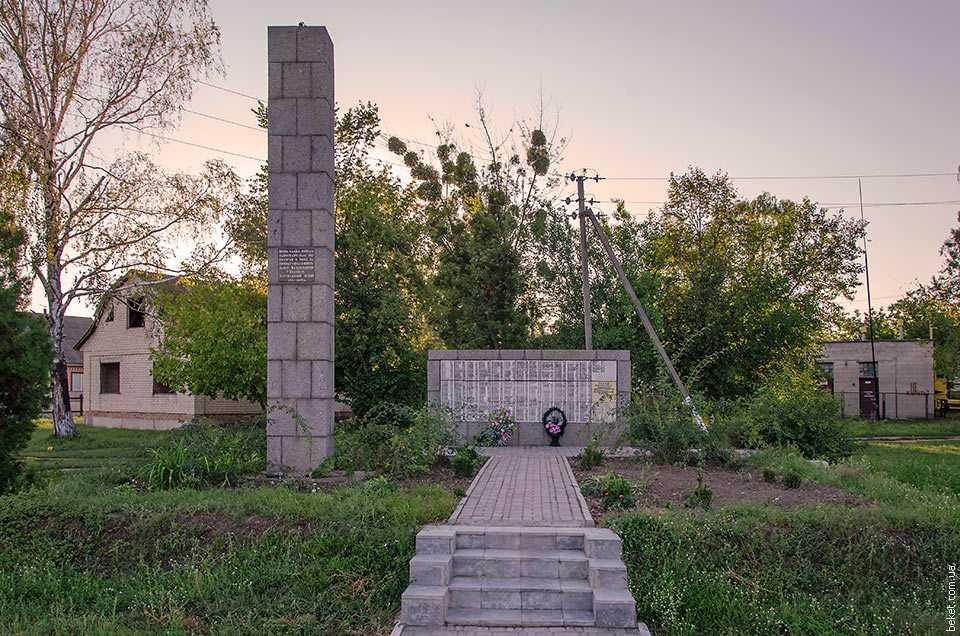 Памятник погибшим воинам односельчана в селе Белозерье