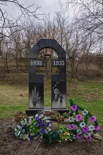 Памятник жертвам Голодомора в селе Балаклея
