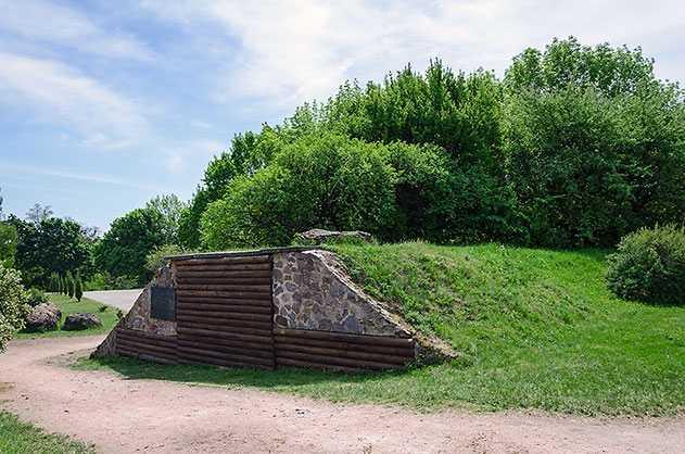 Здесь в XI—XIII вв. находился город крепость Чучин