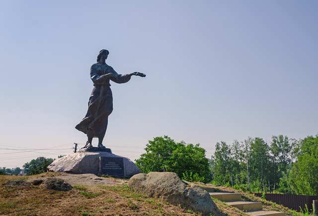 Памятник Марусе Богуславке