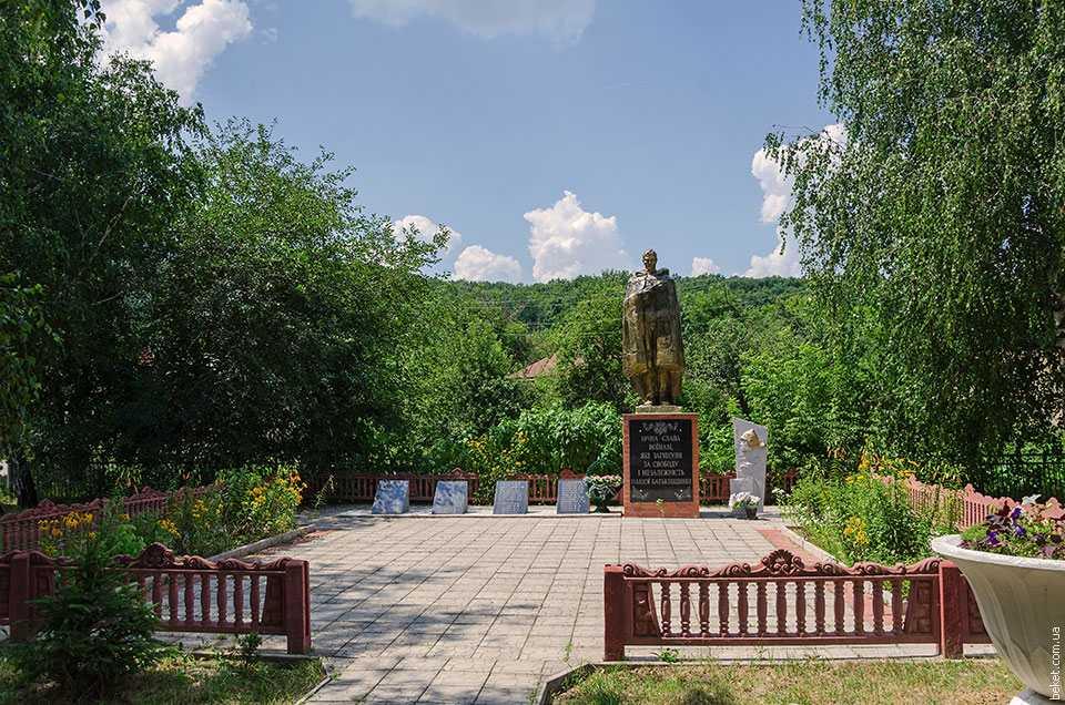 Памятник погибшим воинам односельчанам в селе Бородани