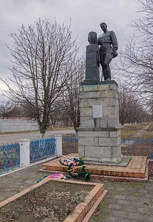 Памятник воинам освободителям в селе Боровица