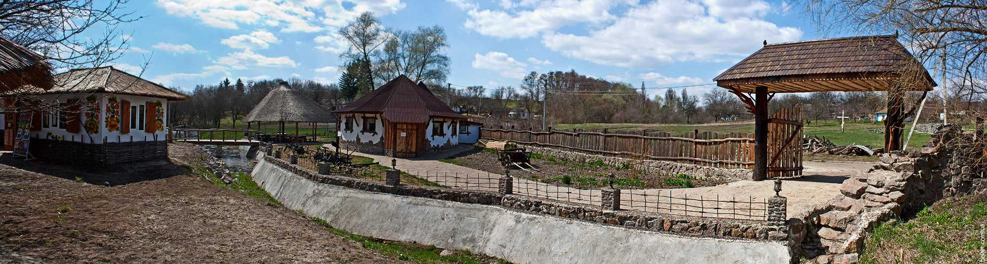 Отельно-ресторанный комплекс возле тысячелетнего дуба Максима Железняка