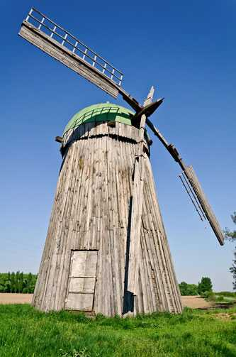 Ветряная мельница голландского типа в селе Будище
