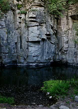 Скальный каньон на реке Горный Тикич возле поселка Буки