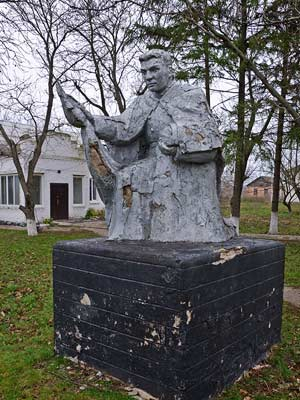 Памятник погибшим воинам-односельчанам в Бузовке
