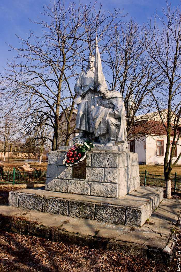 Памятник в Бузукове