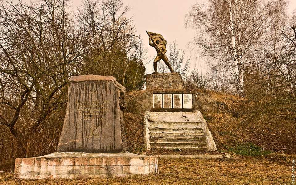 Памятник погибшим односельчанам во времена Великой Отечественной войны в селе Чубовка