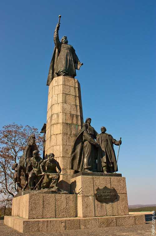 Памятник Богдану Хмельницкому на замковой горе в Чигирине