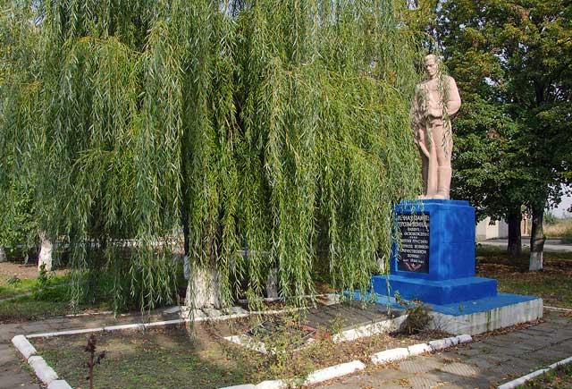 Памятник в селе Долгая Пристань