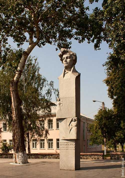 Памятник Семену Гулаку-Артемовскому в Городище