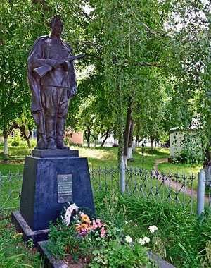 Памятник погибшим воинам-односельчанам в селе Грищинцы