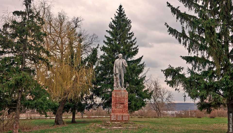 Памятник Ленину в Ирдыне