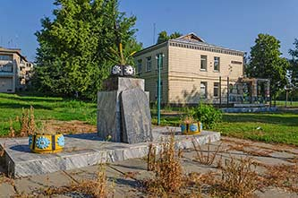 Памятник жертвам Голодомора в селе Ивановка