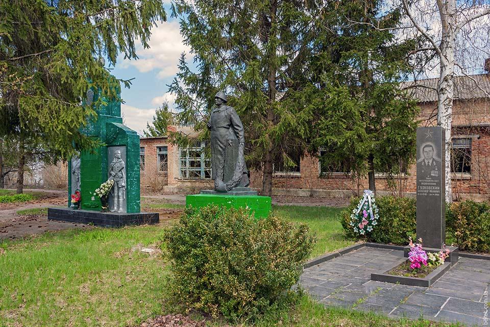 Мемориал погибшим воинам во второй мировой войне. Село Ивковцы.