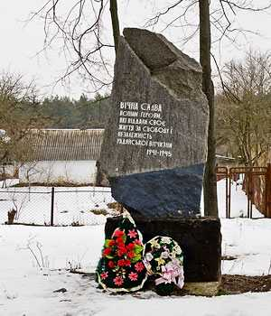 Мемориальный камень погибшим воинам во время Второй мировой войны в селе Елизаветовка