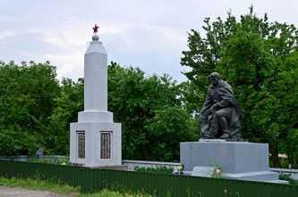 Обелиск славы и памятник погибшим воинам ВОВ в селе Телепино