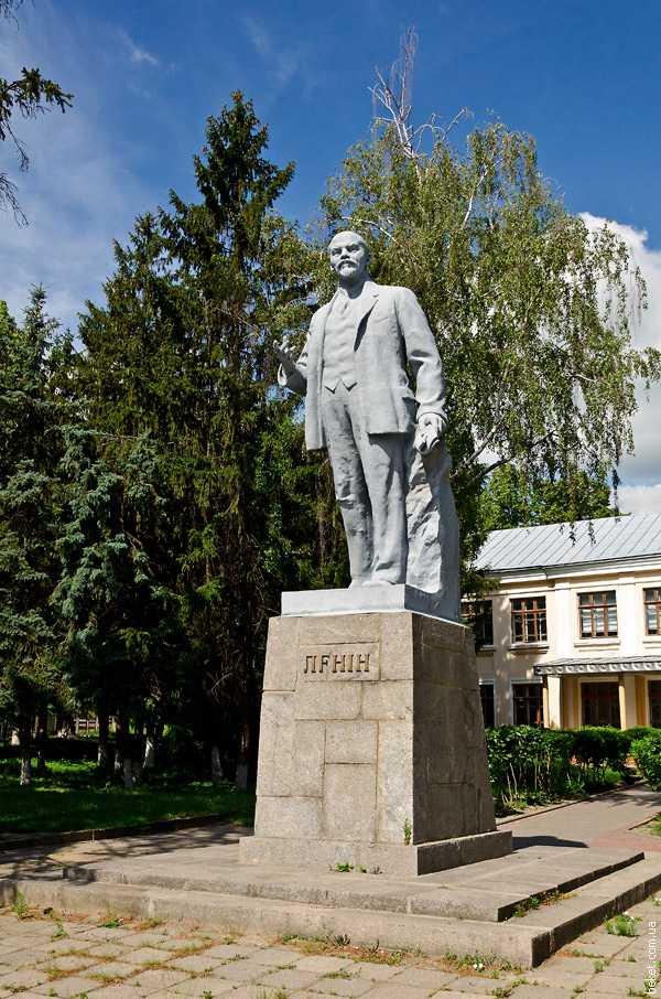 Вертикальные памятники Долинск подбор памятников Конаково