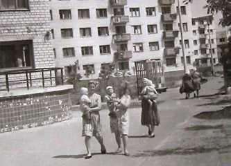 Жилые дома в поселке строителей Каневской ГЭС г. Канев 1967 г