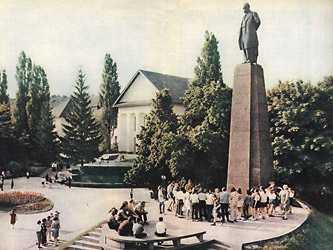 Музей и могила Шевченко в Каневе в 70-ых годах