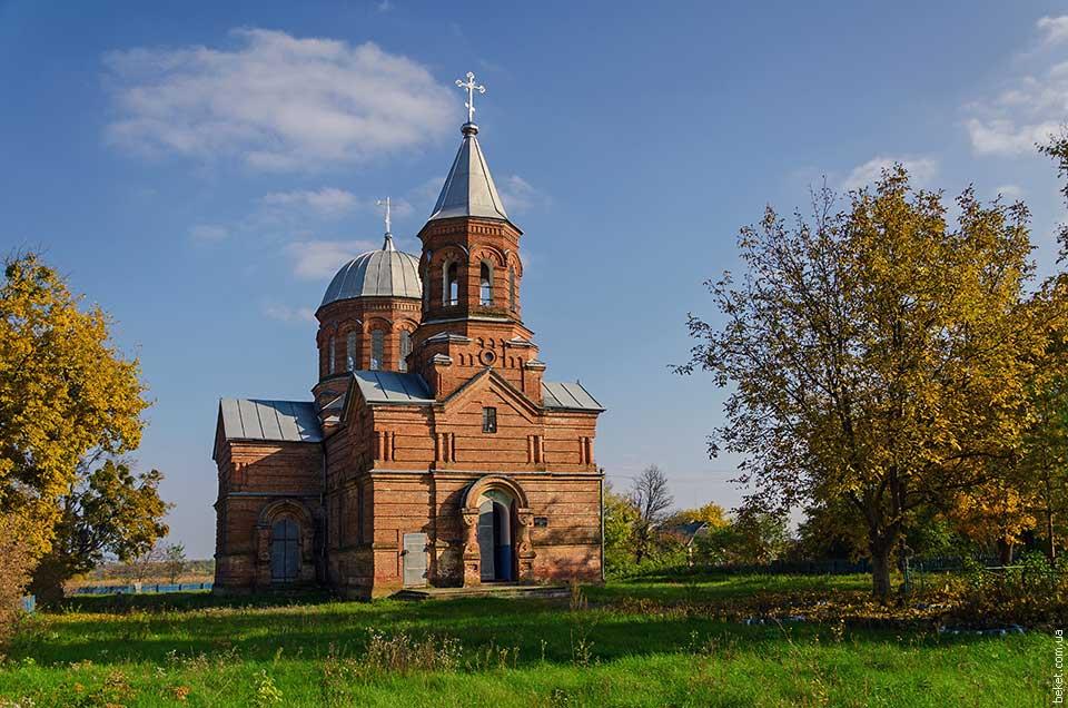 Каменная церковь начала XX века в селе Крымки