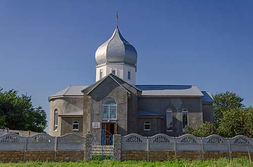 Свято-Михайловская церковь в Лазурном