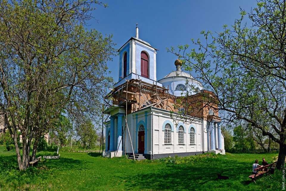 Спасо-Преображенская церковь в селе Лебедин