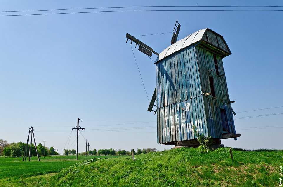 Ветряная мельница в селе Лебедин