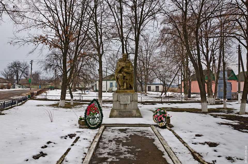 Памятник воинам-односельчанам погибшим во время Великой отечественной войны