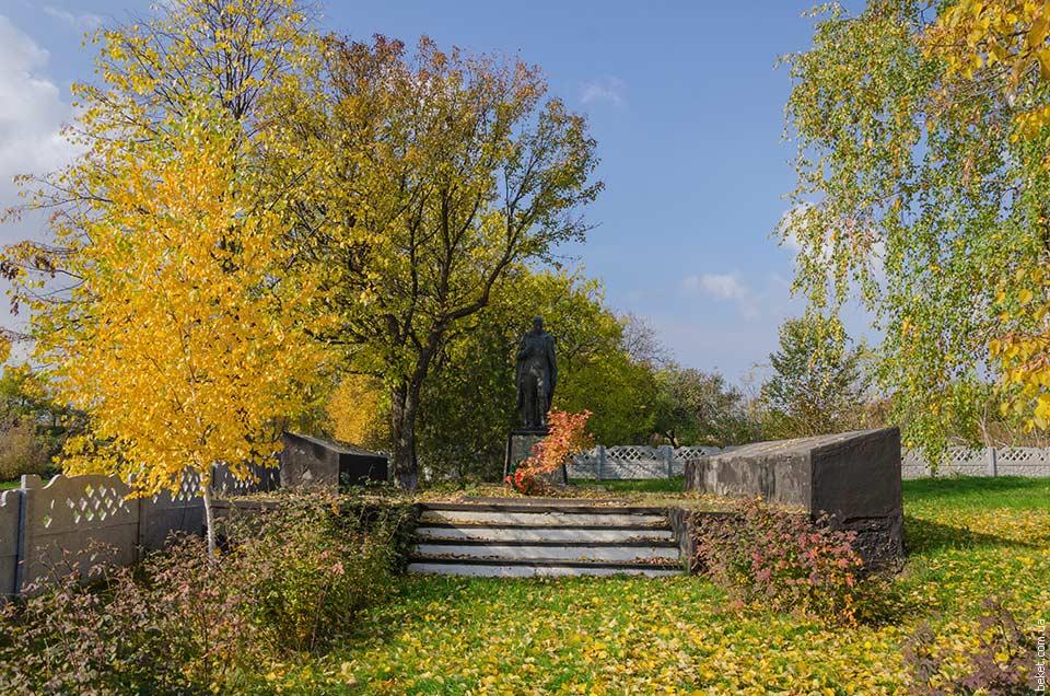 Памятник погибшим воинам в Второй мировой войне