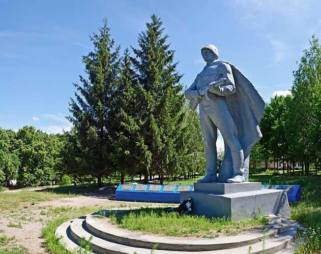 Памятник погибшим воинам-односельчанам в селе Мартыновка