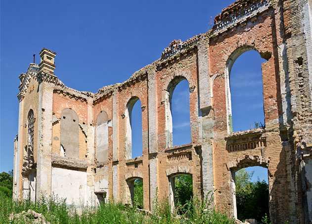 Руины сахарного завода в селе Мартыновка