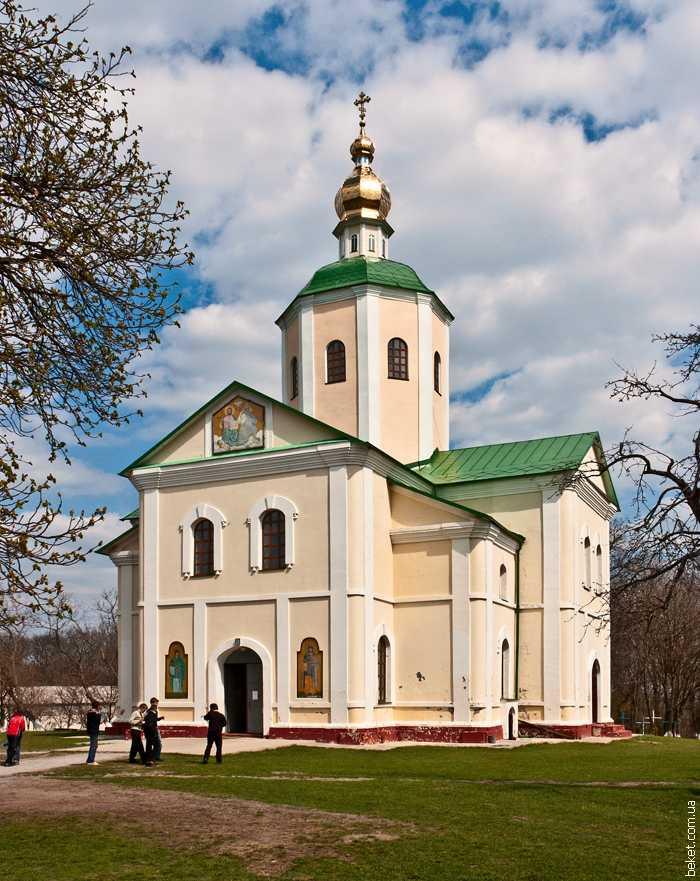 Мотронинский монастырь в селе Мельники
