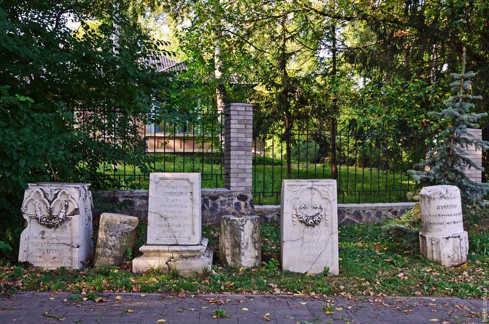 Кладбище семей Яхненков-Симиренков