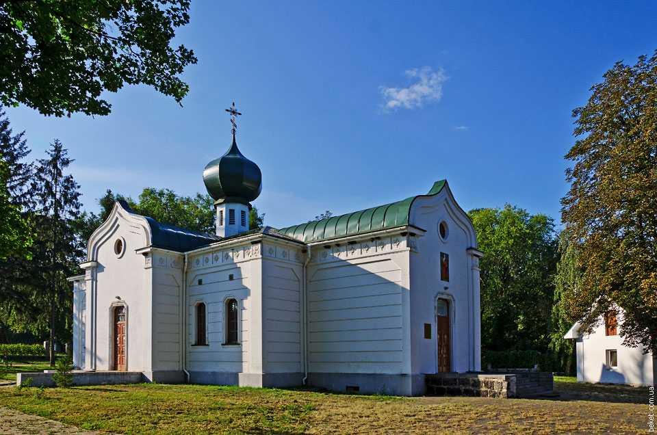 Фамильная Свято-Троицкая церковь Симиренко в Млиеве