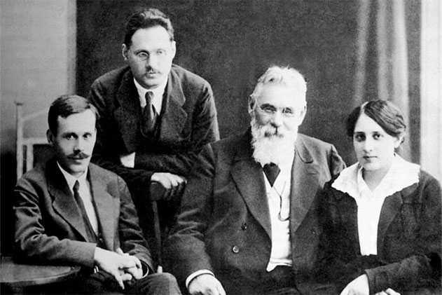 Лев Симиренко с семьей. Слева направо: Платон Львович, Владимир Львович, Лев Платонович, Татьяна Львовна.