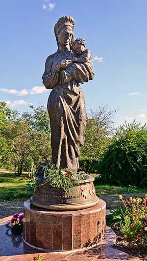 Памятник матери Т.Г. Шевченко в селе Моринцы