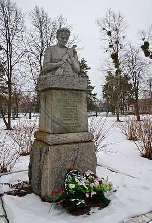 Памятник погибшим партизанам в селе Мошны