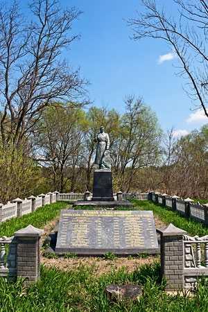 Памятник погибшим солдатам. Село Мурзинцы.