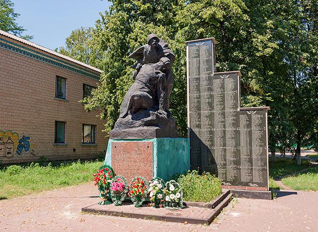 Памятник погибшим воинам в Александровке