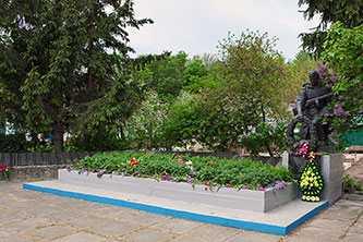 Братская могила воинов-освободителей в селе Пекари