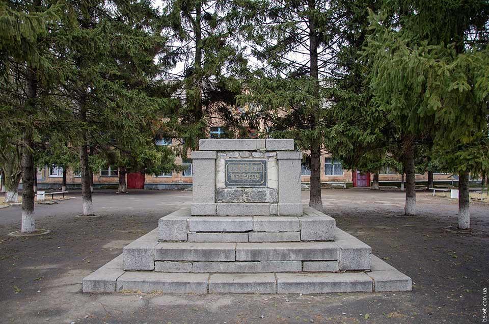 Памятник Ленину в селе Рацево
