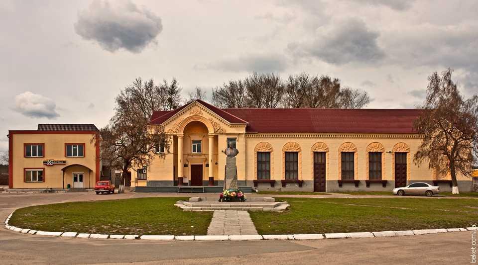 Свято-Иллинская православная церковь В центре села Русская Поляна