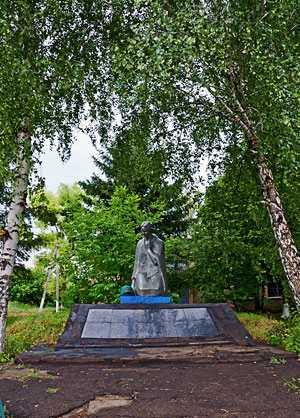 Памятник воинам-односельчанам в селе Сердюковка