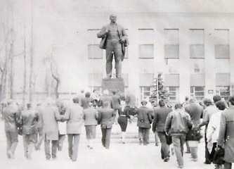 Памятник Ленину в Шполе 1990 г.