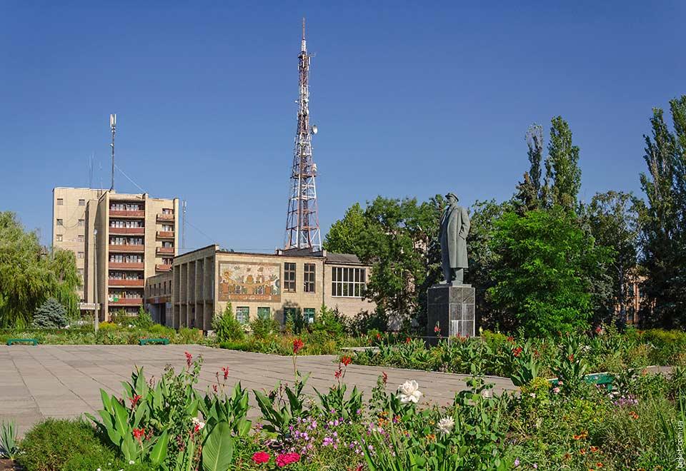 Памятник Ленину на центральной площади Скадовска