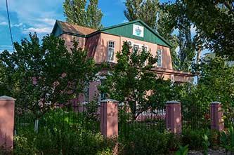Скадовский районный историко-краеведческий музей расположен в старинном здании, который называют