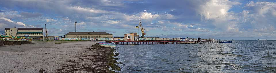 Пляж возле морского порта в Скадовске