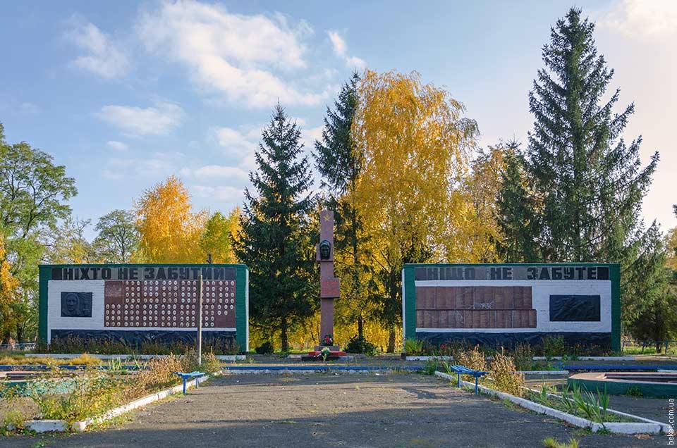 Братская могила воинов погибших во Второй мировой войне