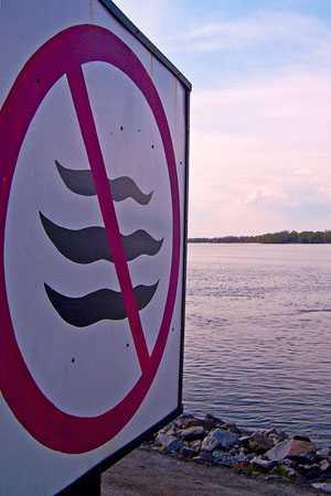 Знак «Не создавать волнения» перед водозаборной станцией